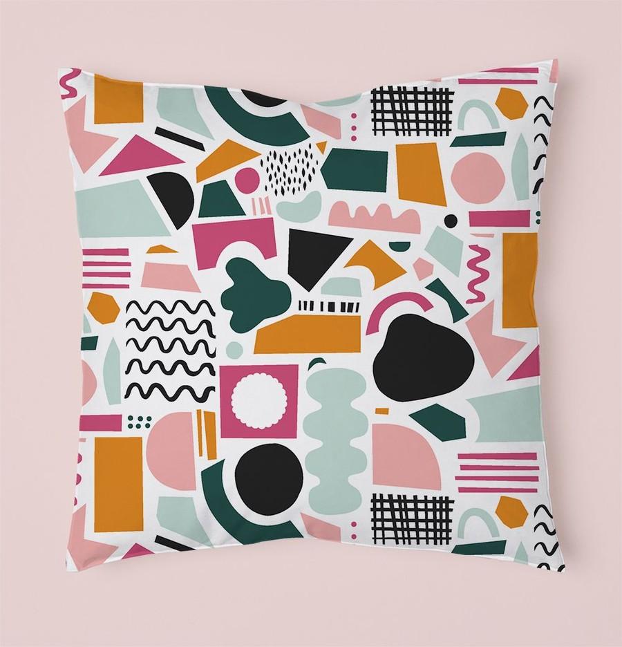 Kudde med färgglatt mönster