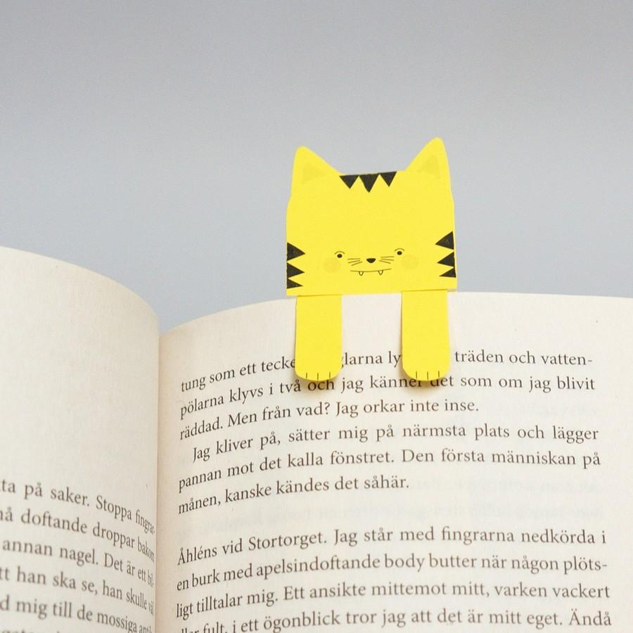 Pyssel med bokmärken i form av djur.