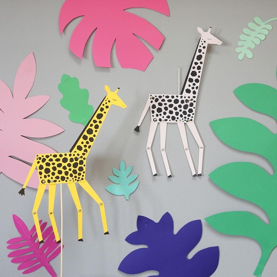Pyssel med giraffer i papper - spratteldocka