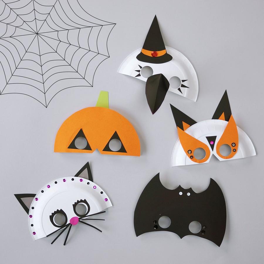 Pyssel med halloweenmasker av papperstallrikar