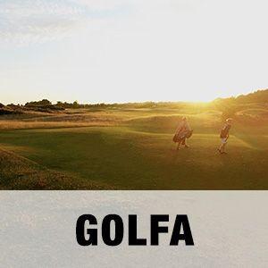 """Bild två personer som spelar på Arenabana på Golfarenan med texten """"GOLFA""""."""