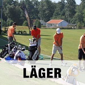 """Bild på ett gäng golfare på träningsläger på Golfarenan med texten """"LÄGER""""."""