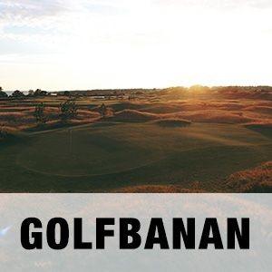 """En bild på Arenabanan, Golfbanan på Halmstad Golfarena med texten """"GOLFBANAN""""."""