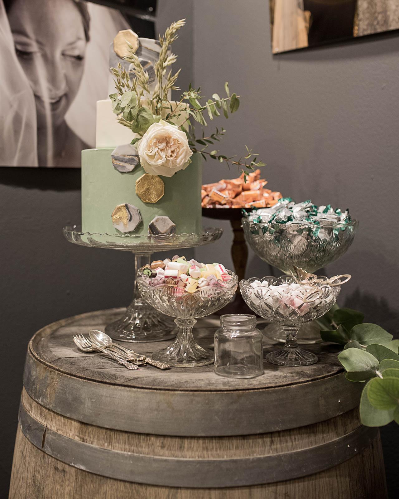 Tårtfat och skålar Foto: Malin Sydne