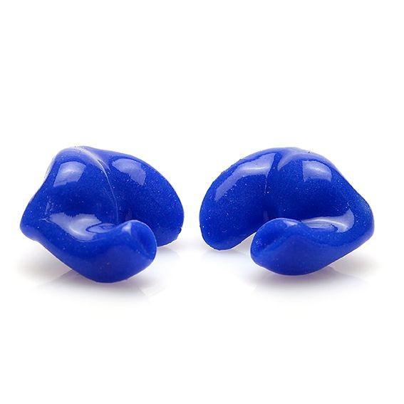 Blå badproppar som är gjutna efter dina öron