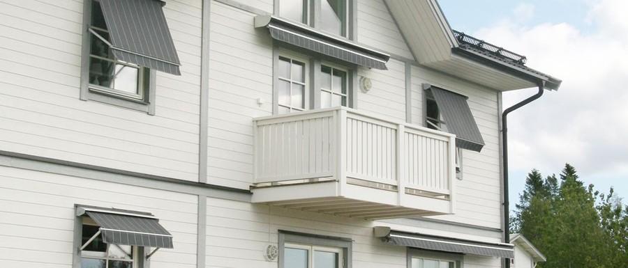 Skydda din bostad eller lokal mot UV-strålar eller stark värme med en måttanpassad fönstermarkis från Ekerömarkisen. Eller varför inte ta en vattentät väv för att skydda mot regn? Anpassa storlek och design efter det du söker för bästa resultat - vi hjälper dig på vägen!  Kombinera med manuell manövrering eller motoriserad teknik.