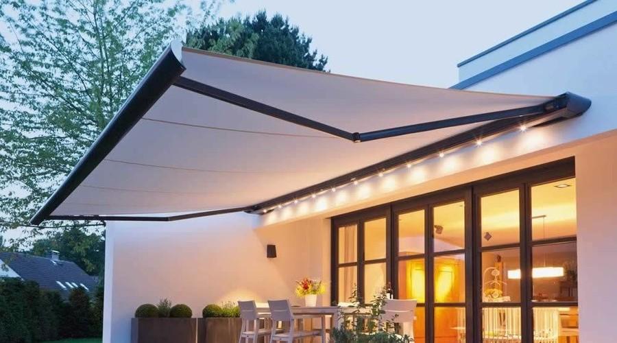 Pryd din altan, uteplats eller liknande med en måttanpassad terassmarkis från Ekerömarkisen. Markisen bidrar till att förlänga säsongen och skapar en härlig utomhusatmosfär att trivas i. Manövrera den med motor och sol- och vindautomatik eller manuellt med dragband eller vev. Markisen behöver inte enbart vara ett praktiskt solskydd utan kan skapa en trivsam och inredd miljö med en snygg design på kasett, armar eller väv. Kontakta Ekerömarkisen så berättar vi mer!