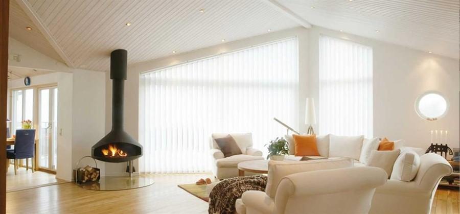 Lamellgardiner ger solskydd för fönster och uterum samtidigt som det är ett utmärkt insynsskydd. Vinkla, variera och skapa elegans för stora fönster, skjutdörrar eller de speciellt vinklade fönsterpartierna som kan vara svåra att inreda. Ekerömarkisen hjälper dig att hitta det bästa alternativet för ditt ändamål. Glöm inte att produkten kan kombineras med motor och kopplas till ditt Smarta hem-system.