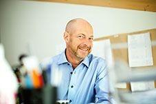 Per Stohr Hyr trevligt och gemytligt kontor i inspirerande milö.Kontor med stort fönster och varma träbjälkar
