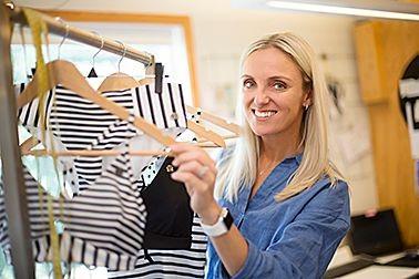 Kust of Sweden, badkläder, Hyr kreativ och mysig lokal med stengolv, perfekt som studio för någon som är så kreativ som Karin. Koja Kontorshotell, Halmstad