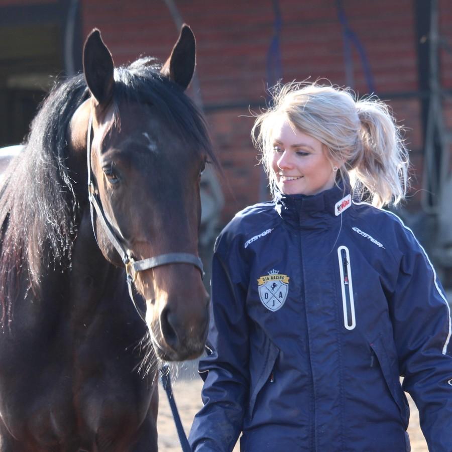 Oskar J Andersson är travtränare i Sala. OJA Racing ihop med hästägare och hästar siktar på vinnarcirkeln framöver!