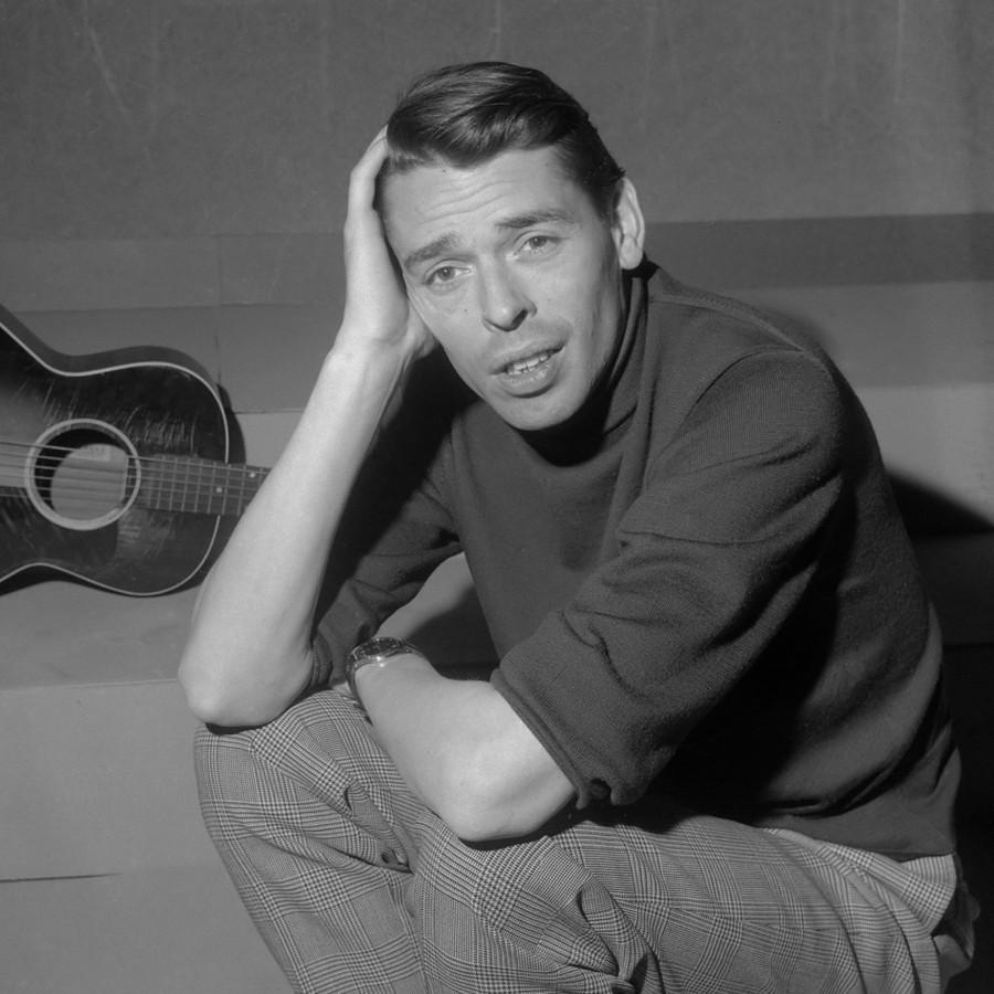 Chansonsångaren Jacques Brel i TV-programmet Domino 21 mars 1962