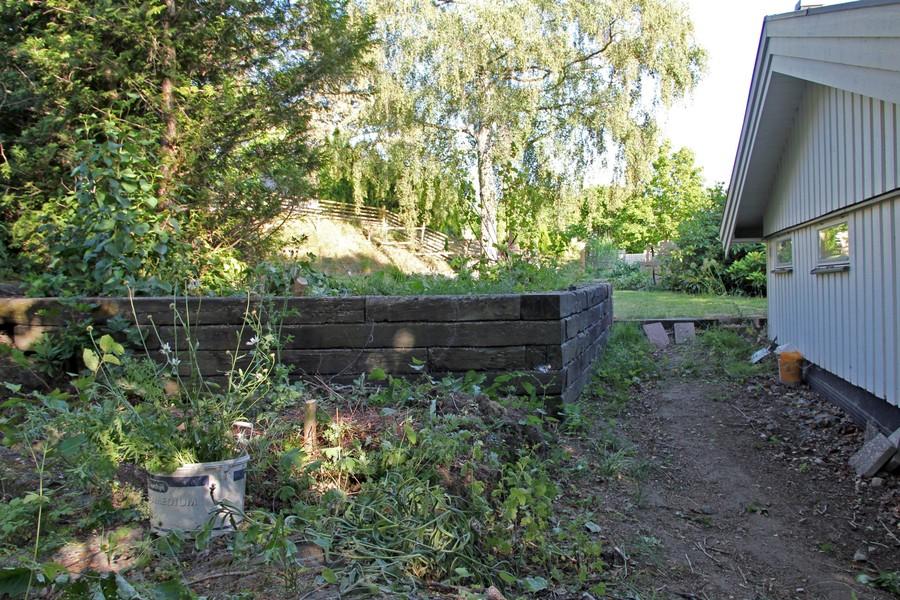 Trädgård ska göras om med växthus orangeri odling murar singelgång stenläggning av trädgårdsdesigner