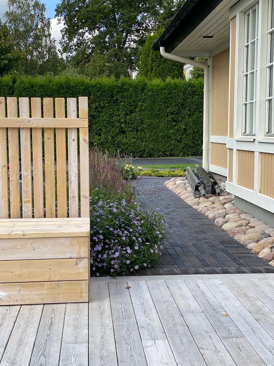 Wägerths trädgårdsdesign marktegel trädgårdsplanering  trädgård plantering tegelgång organowood plank aster