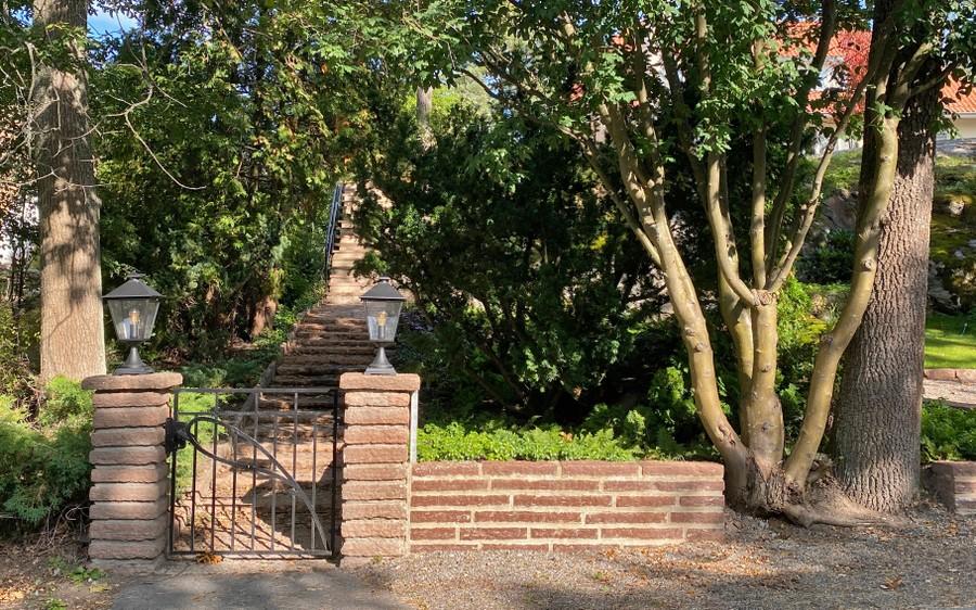 trädgårdsdesign trädgårdsarkitekt wägerth ölandssten murar grind plantering