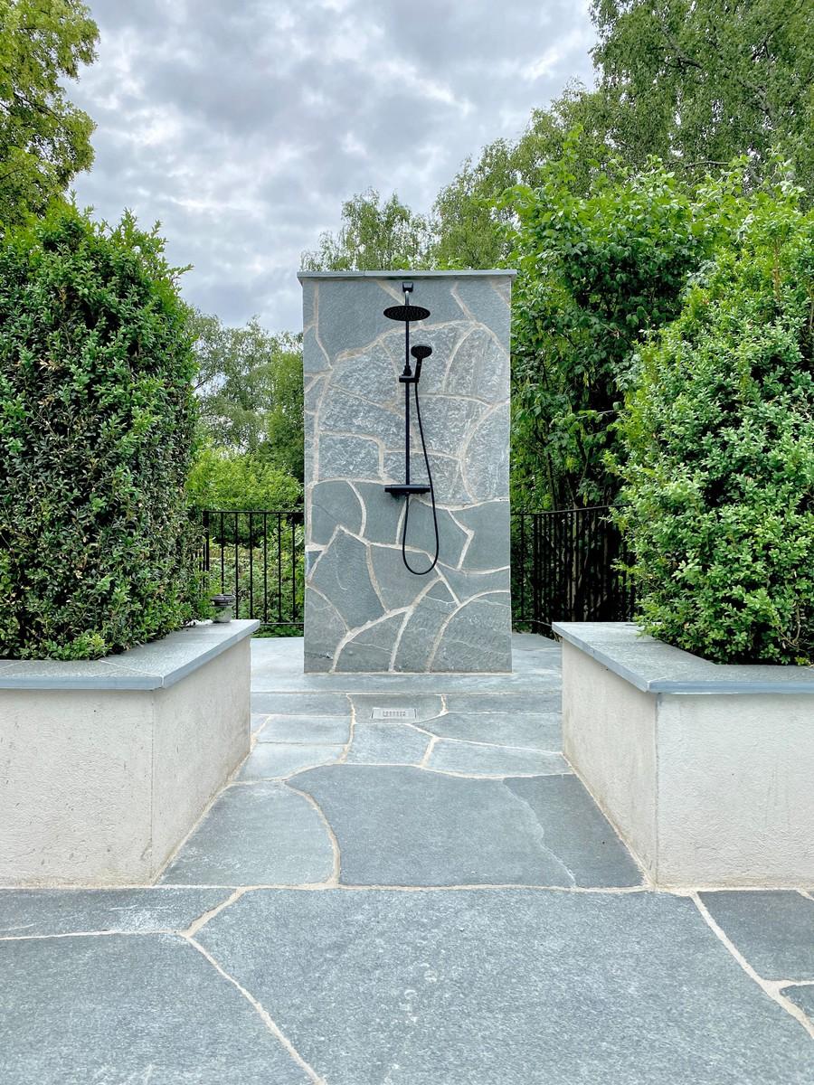 trädgård trädgårdsdesign utedusch lyxig dusch buxus plantering