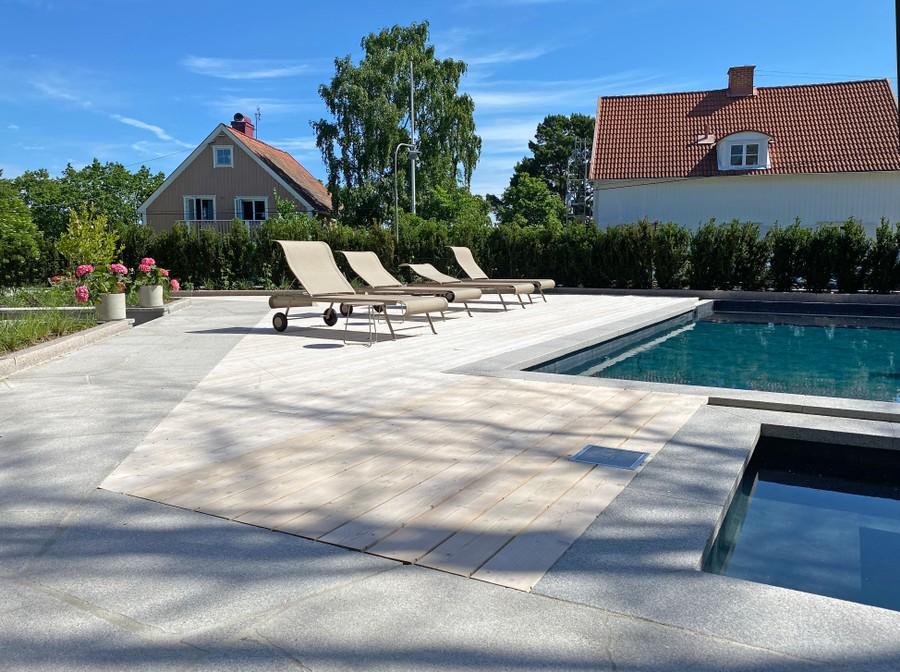 Wägerths Trädgårdsdesign trädgårdsarkitekt trädgårdsritning trädgårdsvy trädgårdsidé ny trädgård altan uteplats trall pool poolområde utespa spapool stengång bohusgranit mur trappa solsäng