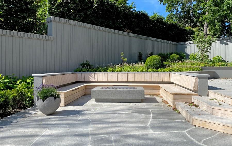platsbyggd loungegrupp gasolbord plantering Wägerths Trädgårdsdesign trädgårdsarkitekt trädgårdsritning trädgårdsvy trädgårdsidé ny trädgård uteplats trall stenläggning bohusgranit mur trappa