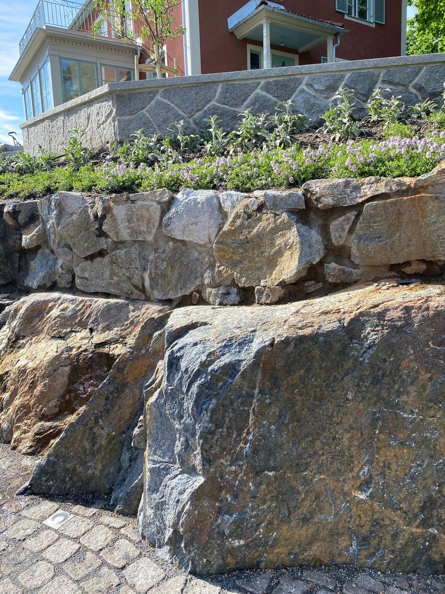 Wägerths Trädgårdsdesign trädgårdsarkitekt trädgårdsidé ny trädgård stentrappa stenmur smågatsten bohusgranit plantering