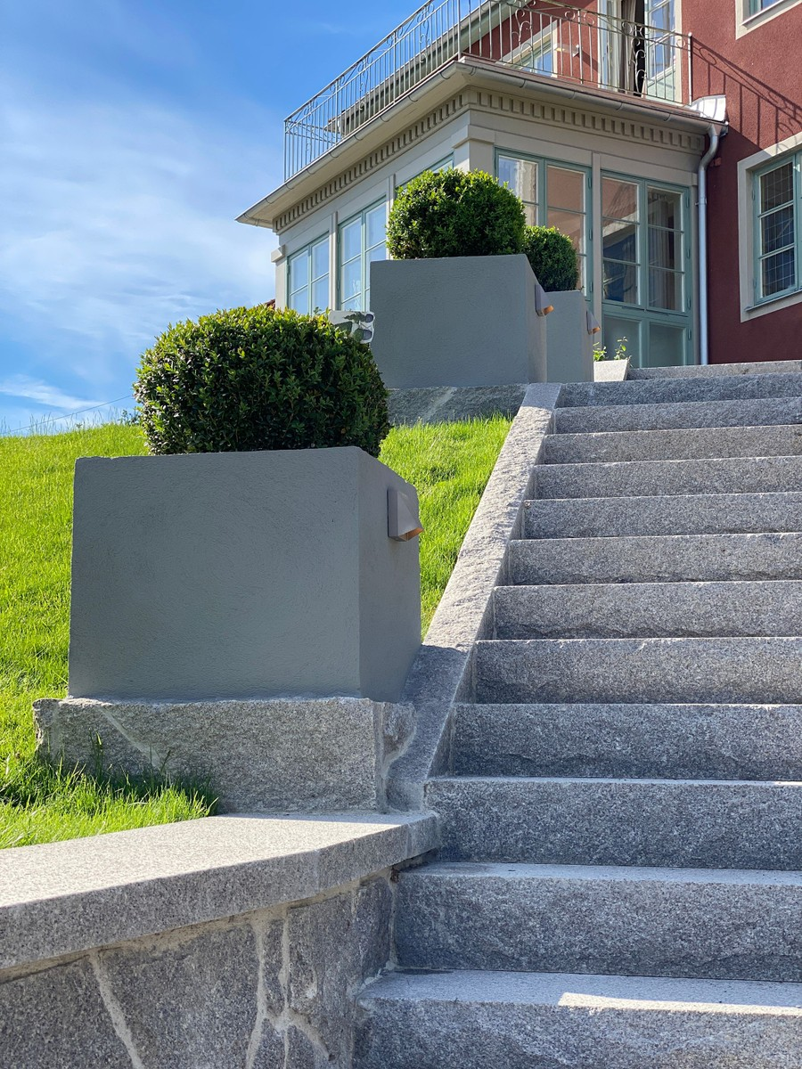 Wägerths Trädgårdsdesign trädgårdsarkitekt trädgårdsidé ny trädgård stentrappa stenmur bohusgranit platsbyggd planteringskärl