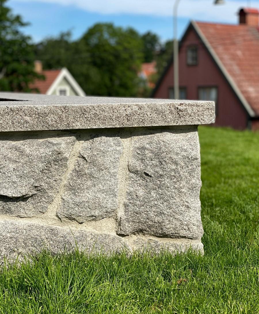 Wägerths Trädgårdsdesign trädgårdsarkitekt trädgårdsidé ny trädgård stenmur bohusgranit oregelbunden granit plantering gräsmatta