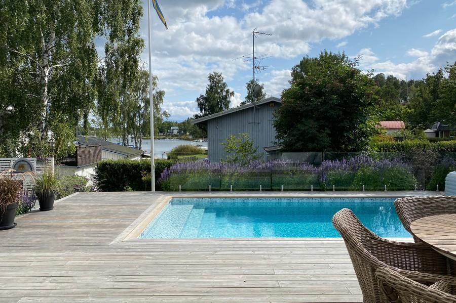 utekök trädgårdsritning trädgårdsvy trädgårdsidé ny trädgård altan veranda uteplats uterum växthus poolområde pool sjöutsikt glasräcke