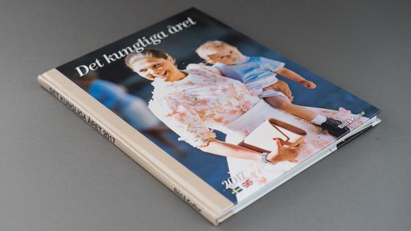En hårdbunden bok om kungafamiljen